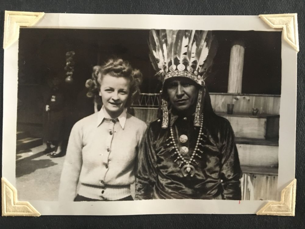 october 1940 headdress